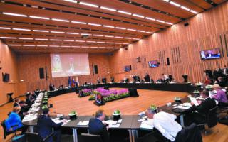 Το άτυπο δείπνο εργασίας των μελών του Ευρωπαϊκού Συμβουλίου πριν από τη σύνοδο κορυφής Ε.Ε. - Δυτικών Βαλκανίων στο Μπρνο της Σλοβενίας. (EPA/IGOR KUPLJENIK)