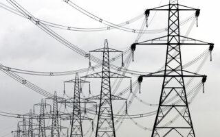 Στις προθέσεις της κυβέρνησης είναι πέραν των οικιακών καταναλωτών ρεύματος και η οριζόντια επιδότηση των 550.000 οικιακών καταναλωτών φυσικού αερίου για το διάστημα από 15 Οκτωβρίου, οπότε ξεκινάει η περίοδος της θέρμανσης, μέχρι και το τέλος του έτους (φωτ. REUTERS).