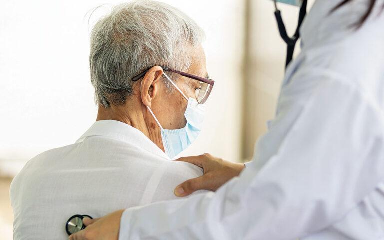 Ο φόβος για τη μετάδοση του ιού απέτρεψε πολλούς από το να έχουν την απαραίτητη επαφή με τον θεράποντα ιατρό τους (φωτ. SHUTTERSTOCK).