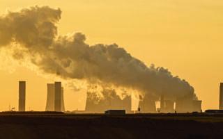 Η αύξηση του κόστους της ενέργειας συμβάλλει στην καταπολέμηση των ρύπων που επιδεινώνουν την κλιματική κρίση, αλλά μάλλον θα οδηγήσει σε κοινωνική αναταραχή, καθώς οι πολίτες δεν αντέχουν πρόσθετα οικονομικά βάρη. Φωτ. ASSOCIATED PRESS
