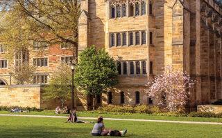 Η ιστορικός Μπέβερλι Γκέιτζ παραιτήθηκε, κατηγορώντας το Πανεπιστήμιο Γέιλ ότι απέτυχε να ορθώσει το ανάστημά του απέναντι σε προσπάθειες χορηγών να επηρεάσουν τα μαθήματα αλλά και τις προσλήψεις εκπαιδευτικού προσωπικού (φωτ. SHUTTERSTOCK).