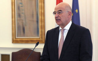 Σαφείς αιχμές κατά της Aγκυρας άφησε ο υπουργός Εξωτερικών Νίκος Δένδιας, αναφέροντας ότι «η Ελλάδα λειτουργεί πάντα επί τη βάσει των συμβατικών της υποχρεώσεων, εν αντιθέσει με μερικούς άλλους συμμάχους που υποσκάπτουν τη συνοχή του ΝΑΤΟ» (φωτ. ΑΠΕ-ΜΠΕ).