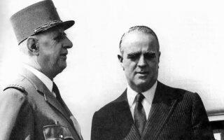 Η σχέση Καραμανλή - Ντε Γκωλ υπήρξε ειλικρινής και βαθιά και έπαιξε αδιαμφισβήτητα κομβικό ρόλο στην επίτευξη της σύνδεσης της Ελλάδας με την ΕΟΚ. Η Ελλάδα ήταν μία από τις ελάχιστες χώρες στις οποίες ο μεγάλος Γάλλος ηγέτης πραγματοποίησε επίσημη επίσκεψη (φωτ.), το 1963.