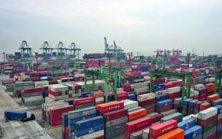 Το 70% των μικρομεσαίων εισαγωγέων στην Ελλάδα έχει σταματήσει να πραγματοποιεί εισαγωγές από την Κίνα. Φωτ. REUTERS