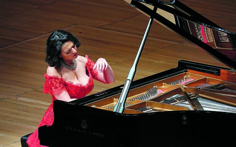kisin-mpoyniatisvili-kai-pogkorelits-se-pianistiko-dialogo-561534184