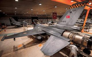 Επίσημο αίτημα για την αγορά 40 μαχητικών αεροσκαφών F-16 Βlock-70 κατέθεσε η Τουρκία στην αμερικανική εταιρεία Lockheed Martin, ενώ ζητεί και τον εκσυγχρονισμό 80 F-16 παλαιότερων εκδόσεων (φωτ. αρχείου).