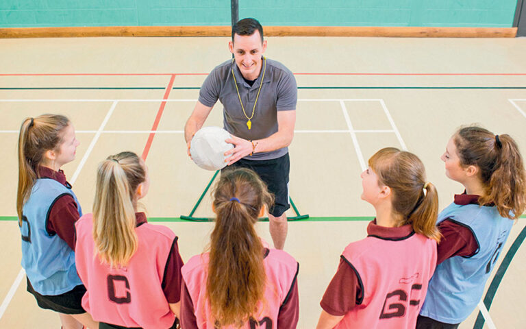 Το 37% των κοριτσιών απάντησε στην έρευνα ότι η περίοδός τους τα απέτρεψε την τελευταία χρονιά από τη συμμετοχή σε αθλητικές δραστηριότητες και γυμναστική. (SHUTTERSTOCK)