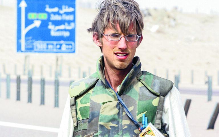 Να με θυμούνται ως «κάποιον που προσπάθησε», λέει ο Τζόσουα Ντέιβις (φωτ. από αποστολή στο Ιράκ, το 2003). (Ed Kashi)