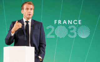 Το μακροπρόθεσμο ενεργειακό σχέδιό του με στόχο την παραγωγική αυτονομία, που φέρει την ονομασία «Γαλλία 2030», παρουσίασε ο Εμανουέλ Μακρόν σε βιομηχάνους και νέους επιχειρηματίες. (Ludovic Marin/Pool via Reuters)