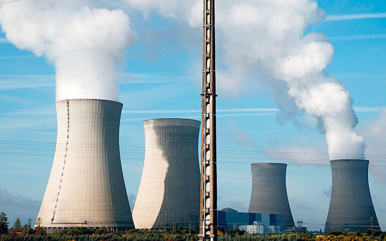 Το πρόγραμμα της κυβέρνησης Μπόρις Τζόνσον για τη στροφή στην πράσινη οικονομία και τις μηδενικές εκπομπές καυσαερίων μέχρι το 2050, που θα παρουσιαστεί την επόμενη εβδομάδα, προβλέπει τη δημιουργία ενός δικτύου από μεγάλους σταθμούς πυρηνικής ενέργειας.