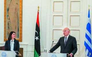 Τις προσεχείς ημέρες, ο υπουργός Εξωτερικών Νίκος Δένδιας θα συναντηθεί ξανά με την ομόλογό του της Λιβύης, Νάιλα Μανγκούς (φωτ. από την επίσκεψή της στην Αθήνα, πριν από ένα μήνα). (ΥΠΟΥΡΓΕΙΟ ΕΞΩΤΕΡΙΚΩΝ)