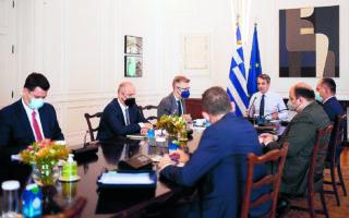 Κατά τη συνεδρίαση του υπουργικού συμβουλίουο κ. Μητσοτάκης διεμήνυσε στους υπουργούς πως «ο καλύτερος τρόπος για να τερματιστεί η συζήτηση για εκλογές είναι η δουλειά και η προώθηση του κυβερνητικού έργου». (ΑΠΕ-ΜΠΕ)