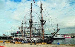 Το «Shtandart» ναυπηγήθηκε πριν από περίπου 20 χρόνια με τη βοήθεια εθελοντών και καπετάνιο τον Βλαντίμιρ Μάρτους. (ΚΩΝΣΤΑΝΤΙΝΟΣ ΓΕΩΡΓΟΠΟΥΛΟΣ)