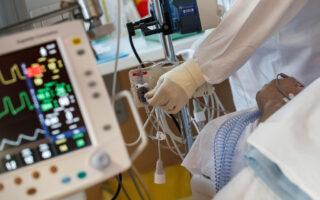 Χθες ανακοινώθηκαν 2.636 νέα κρούσματα της COVID-19 (φωτ. EPA).