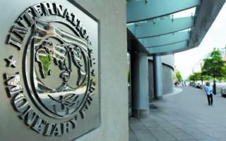 Το Διεθνές Νομισματικό Ταμείο προβλέπει διεύρυνση του ελλείμματος στο ισοζύγιο τρεχουσών συναλλαγών. Το έλλειμμα εκτιμάται στο 7,4% του ΑΕΠ φέτος, όπως και το 2020, ενώ υποχωρεί στο 5,1% το 2022 και στο 3,4% του ΑΕΠ το 2026. (A.P.)