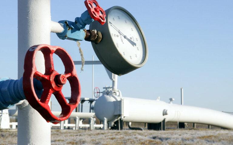 Οι καταναλωτές φυσικού αερίου θα επιδοτηθούν και με το επίδομα θέρμανσης, το συνολικό κονδύλι του οποίου αυξάνεται από τα 84 εκατ. ευρώ στα 168 εκατ. και καλύπτει όλο το φάσμα των καυσίμων (πετρέλαιο, φυσικό αέριο, υγραέριο, πέλετ κ.λπ.). Παράλληλα διευρύνονται τα εισοδηματικά και περιουσιακά κριτήρια για την κάλυψη μεγαλύτερου αριθμού καταναλωτών. (ΑP)